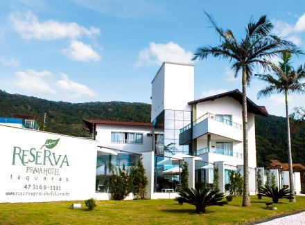 Balneário Camboriú, SC: Hotel a cerca de 2 km do Parque Unipraias | Café da Manhã | Aéreo É Mais, Praia, Lua de Mel