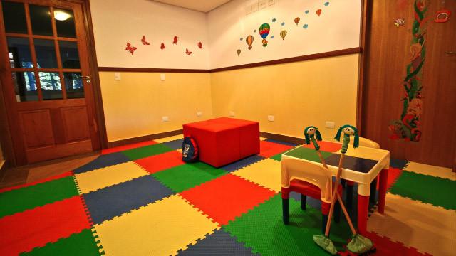 Campos dos Holandeses - Já os pequenos se divertem com brinquedoteca e brinquedão coberto.