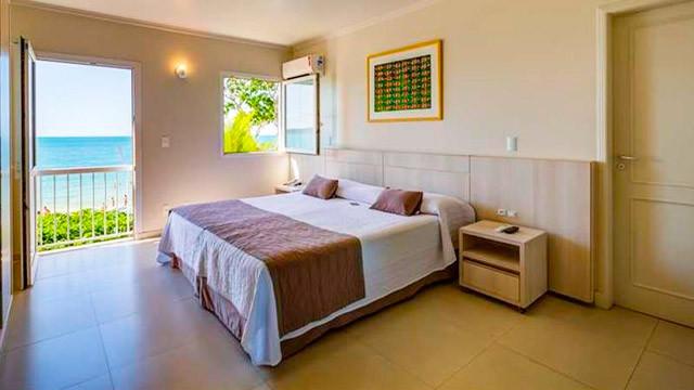 Hotel Vila do Farol - Todos os quartos possuem antessala, TV, AC, frigobar, microondas, secador de cabelos e amenities.