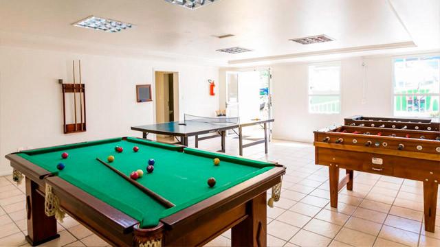 Hotel Vila do Farol - O segundo voltado para os adolescentes, com mesa de sinuca, pebolim e tênis de mesa.