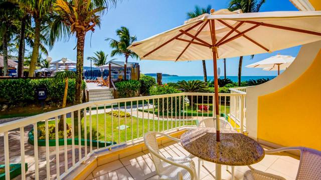 Hotel Vila do Farol - Destaque para as opções Lateral Térreo e Frente Mar Térreo, que possuem varanda com mesa e cadeiras.