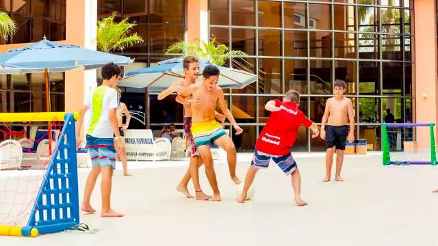 Jurerê Beach Village - Para os pequenos, tem espaço kids e monitores conduzem atividades para crianças a partir de 5 anos.