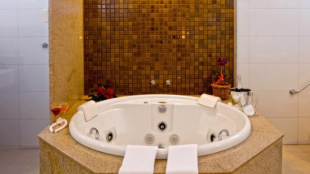 Resort da Ilha - O Bangalô Super Luxo conta com um diferencial: uma banheira de hidromassagem!