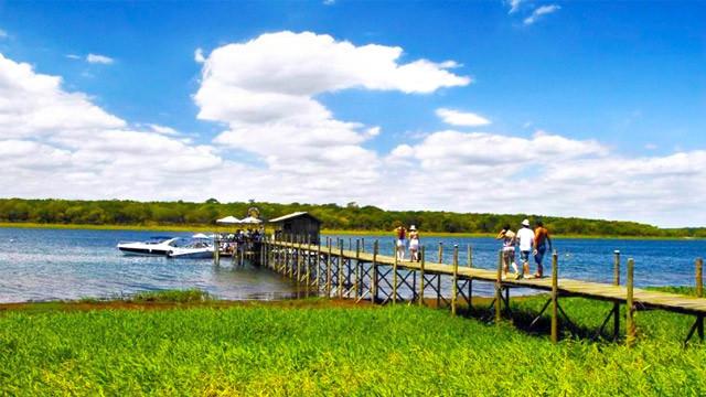 Resort da Ilha - Tem também píer para pesca, aluguel de caiaque e, com custo à parte, passeios de lancha.