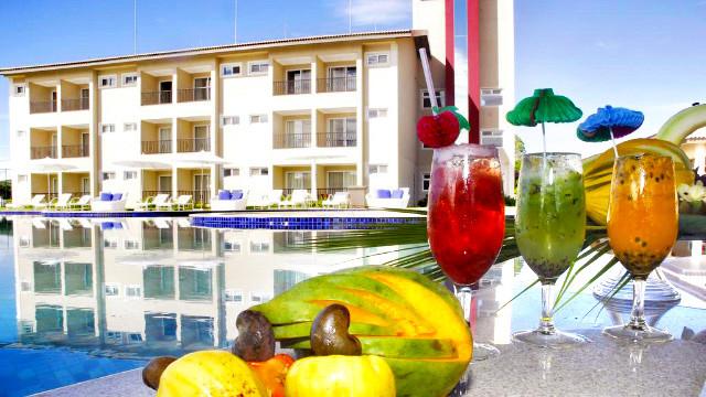 Resort da Ilha - Os bares também se destacam. O Tenda Bar, na piscina, oferece drinks, porções, petiscos e lanches.