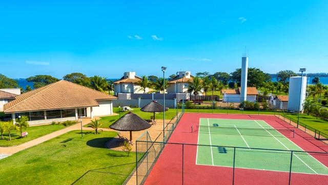 Resort da Ilha - As crianças se divertem com playground e recreação monitorada, enquanto os adultos jogam nas quadras.