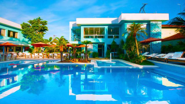 Pousada Port Louis - Mesmo com a ótima localização, o destaque é a infraestrutura, a começar com a piscina de uso adulto e infantil.