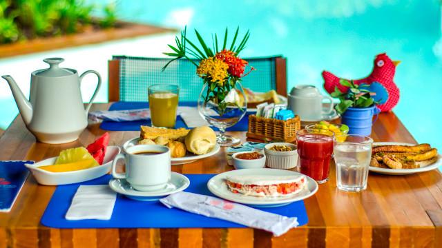 Villa dos Corais Pousada - Para acompanhar tantas atividades, o café da manhã está incluso na tarifa, e é servido em estilo buffet.