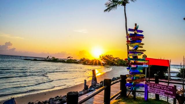 Villa dos Corais Pousada - Para aproveitar o destino, comece pelo Eskina Beach Bar, parceiro da pousada, com serviço de bar à beira-mar.