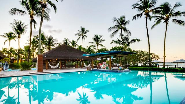 Villa dos Corais Pousada - Antes de explorar o destino, curta a pousada! A primeira parada é a piscina adulto e infantil, com borda infinita.